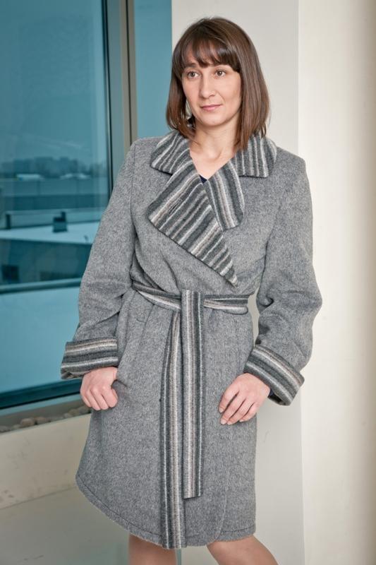 Модель 732, цвет серый, размер 50,52. цена 9500 рублей.